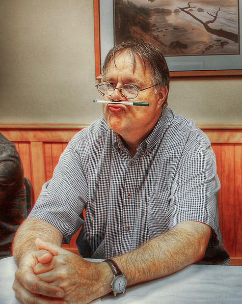 Gerhard Monsen viser oss at han har en humoristisk side, til byråkrat å være. (Foto: Flickr/GlenBledsoe)
